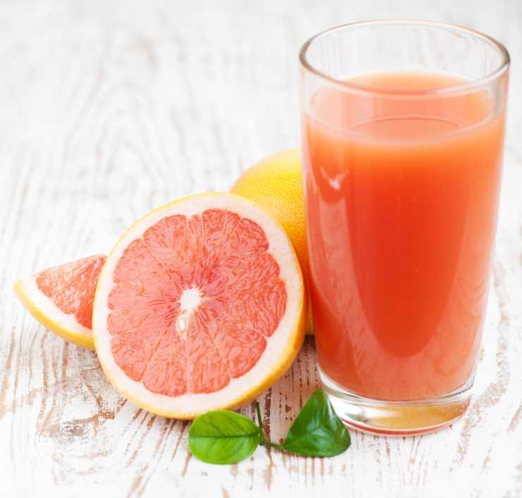 Польза и вред грейпфрутового сока. Сколько калорий?